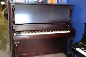 Piano droit antique, spécial 30ième anniversaire