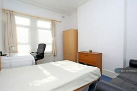 3 bedroom flat in Maida Vale, London, W9 (3 bed) (#1176020)