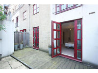 Stunning newly refurbished 3 bedroom 2 bathroom with private patio located in Spitalfields E1