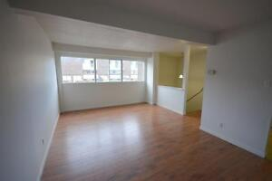 TONS OF SPACE-3 Bed Town House in Ottawa South - MOVE IN NOV 1ST