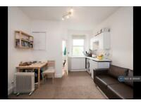 Studio flat in Causewayside, Edinburgh, EH9