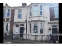 2 bedroom flat in Stephenson Street, Gateshead, NE8 (2 bed)