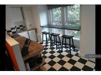 3 bedroom flat in Clifton Avenue, Manchester, M14 (3 bed)