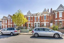 2 bedroom flat in Sutton Road, Muswell Hill, London, N10