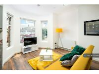 4 bedroom flat in Green Lanes, London, N13 (4 bed) (#1205482)