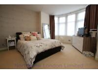 1 bedroom flat in Caversham Avenue, Palmers Green, N13