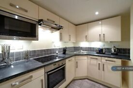 2 bedroom flat in Beckhampton Street, Swindon, SN1 (2 bed) (#1052493)