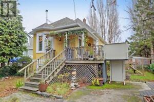 1533 Redfern St Victoria, British Columbia