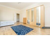 4 bedroom flat in Parson Street, London, NW4 (4 bed) (#1140939)
