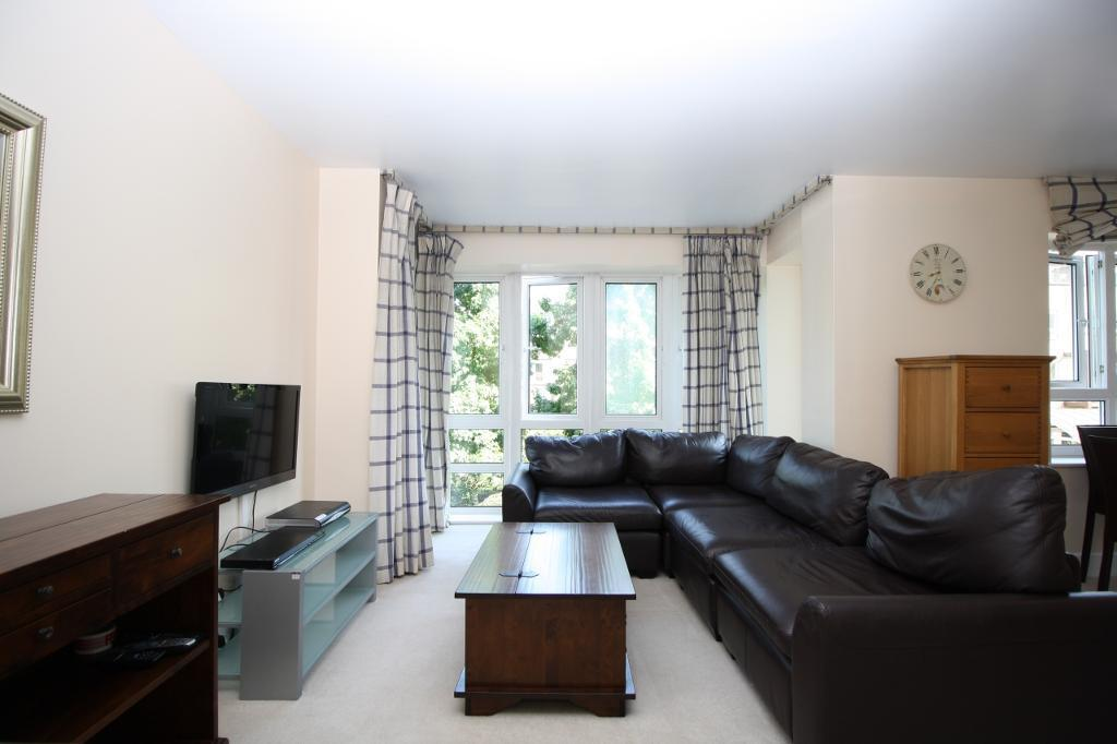 1 bedroom flat in St Davids Square, Isle of Dogs E14