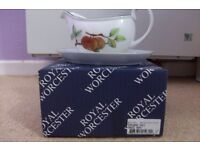 """Royal Worcester """"Evesham Vale"""" gravy Boat and Dish, new & boxed"""