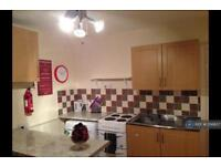 2 bedroom flat in Cheltenham Place, Newquay, TR7 (2 bed)