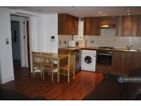 3 bedroom flat in Clapham Road, London, SW9 (3 bed) (#1097159)