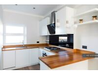 1 bedroom flat in Lillie Road, London, SW6 (1 bed) (#1073609)
