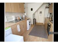 3 bedroom house in Hitchin Road, Luton, LU2 (3 bed)