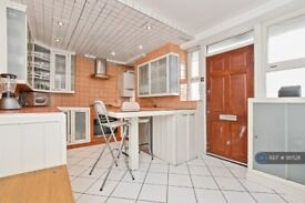 3 bedroom flat in Custance House, London, N1 (3 bed) (#911528)