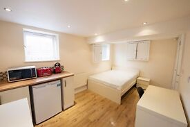 **ATTENTION BOTH MATURE STUDENTS & PROFESSIONALS** LAVISH EN SUITES NEW BUILDS AVAILABLE NEAR TOWN