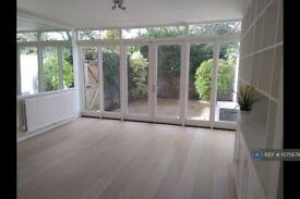 1 bedroom flat in Castelnau, London, SW13 (1 bed) (#1075679)