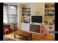 2 bedroom flat in Swaby Road, Earlsfield, SW18 (2 bed)