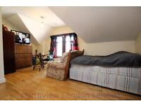 Studio flat in Bowes Road, Bounds Green, N13