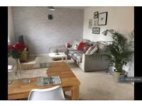 2 bedroom flat in The Oaks, Leeds, LS10 (2 bed)