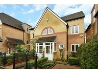 3 bedroom house in Phoebe Court, Bainton Road, Summertown