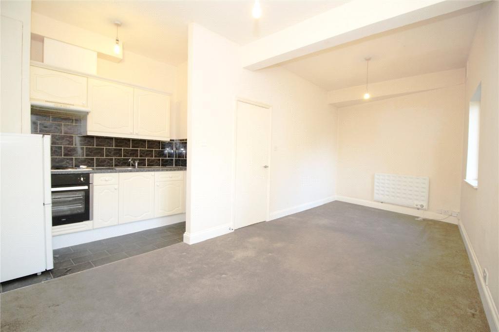 Studio flat in High Street, Barnet, EN5