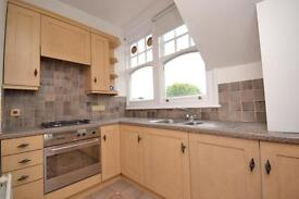 2 bedroom flat in Queens Avenue, Muswell Hill, London, N10