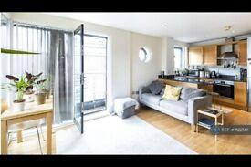2 bedroom flat in East Smithfield, London, E1W (2 bed) (#1122561)