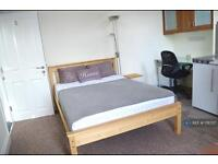 Studio flat in Ashley Road, Poole, BH14