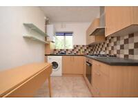 2 bedroom flat in Bittacy Hill, London, NW7