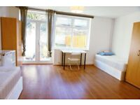 Wonderful Twin room available with garden, 2 weeks deposit. No extra fee!