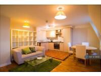 1 bedroom flat in St Stephen's Gardens, London, W2 (1 bed)