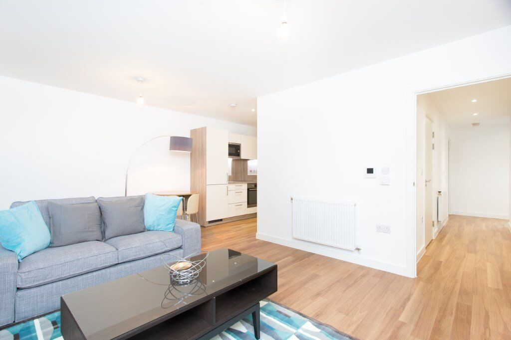 MODERN FULLY FURNISHED SPACIOUS 1 BEDROOM APARTMENT IN ROYAL DOCKS CANARY WHARF DOCKLANDS E16 DLR