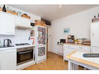 2 bedroom flat in Bishops Road, London, SW6 (2 bed)