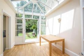 2 bedroom flat in Midhurst Avenue, Muswell Hill, London, N10