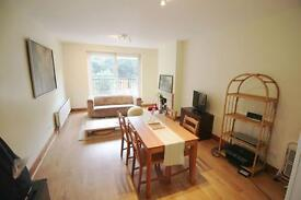 2 bedroom flat in Godnar Gardens, West Hampstead, NW6