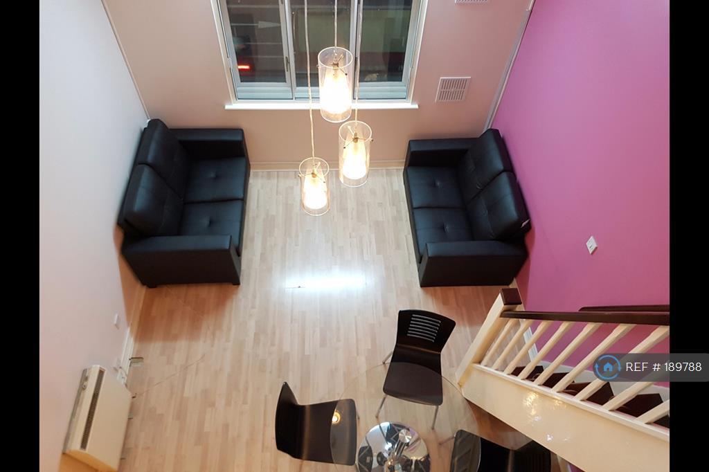 2 bedroom flat in Juniper Court, Hounslow, TW3 (2 bed)