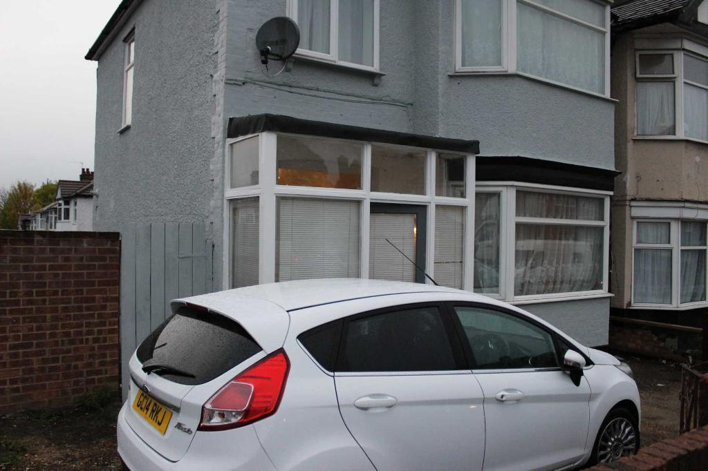 3 bedroom house in Ilford, IG6 1DQ