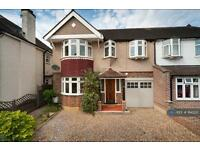 5 bedroom house in Oldfield Road, Hampton, Middx., TW12 (5 bed)