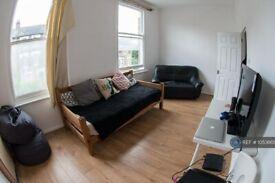 4 bedroom flat in Heyworth Road, London, E5 (4 bed) (#1053865)