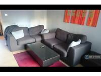 3 bedroom house in Beaulieu Avenue, London, E16 (3 bed)