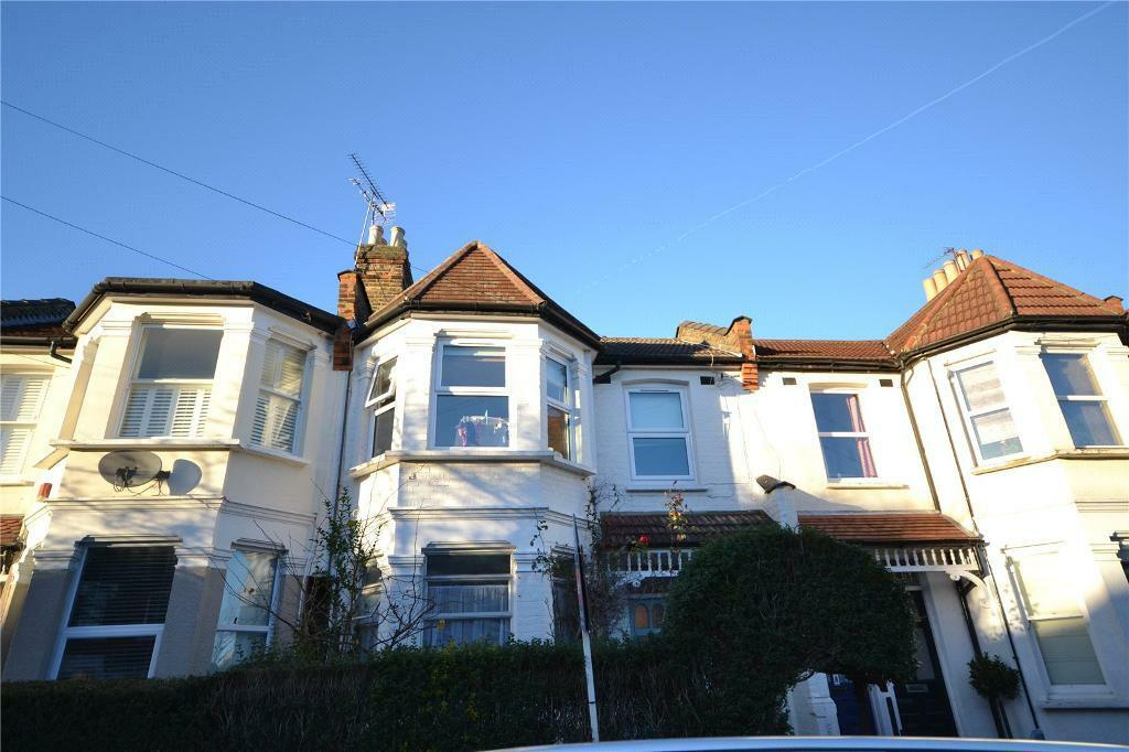 2 bedroom flat in North View Road, Crouch End, London, N8