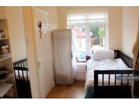 1 bedroom in Thistlecroft Gardens, Stanmore, HA7