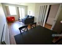 2 bedroom flat in Crown Walk, Wembley, HA9 (2 bed) (#973394)