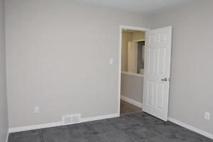 Spacious Apts for Western Students! Parking & Internet Included! London Ontario image 13