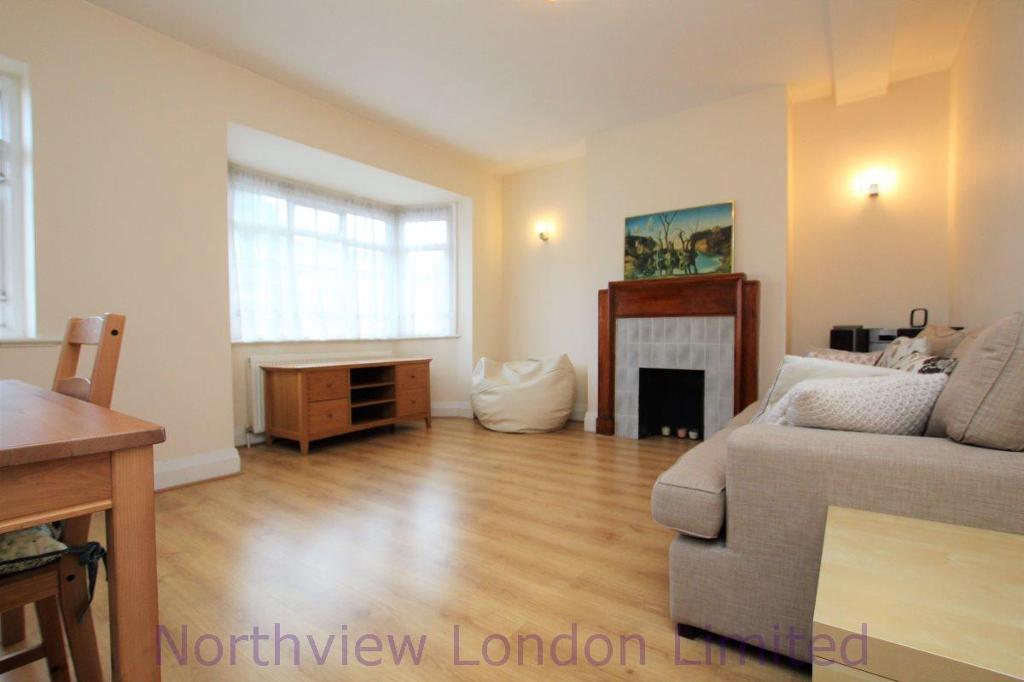 2 bedroom flat in Vivian Avenue, Hendon, NW4