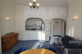 1 bedroom flat in Parliament Hill, London, NW3 (1 bed) (#1173552)