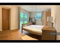 5 bedroom house in Ashenden Road, Guildford, GU2 (5 bed) (#1028183)