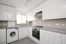 1 bedroom flat in Vine Lodge, 15 Hutton Grove, London, N12